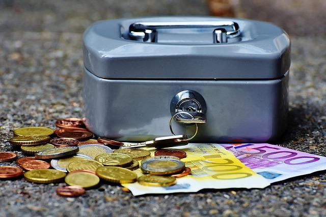 Uang di dalam celengan dicuri tuyul