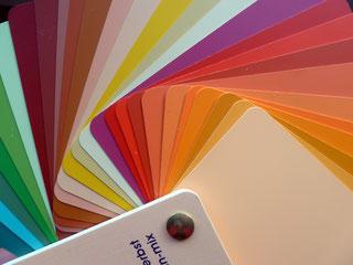 https://farbenreich.wordpress.com/category/allerlei-zur-farbe/farbberatung-stilberatung-tipps-und-trends/farbtyp-fruhlingherbst/