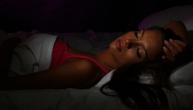 Berikut Tujuh Manfaat Lampu Dimatikaan Saat Kamu Tidur