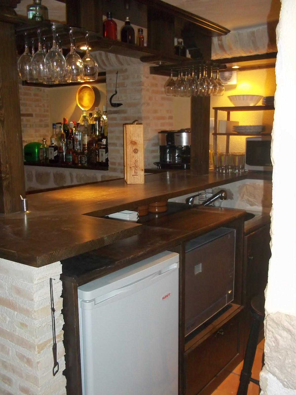 Carpinteria viosca roda barra de bar y botellero - Estanterias para bares ...