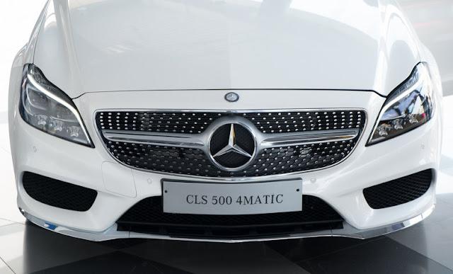Mercedes CLS 500 4MATIC sử dụng Lưới tản nhiệt 1 nan với các họa tiết Kim cương ở xung quanh