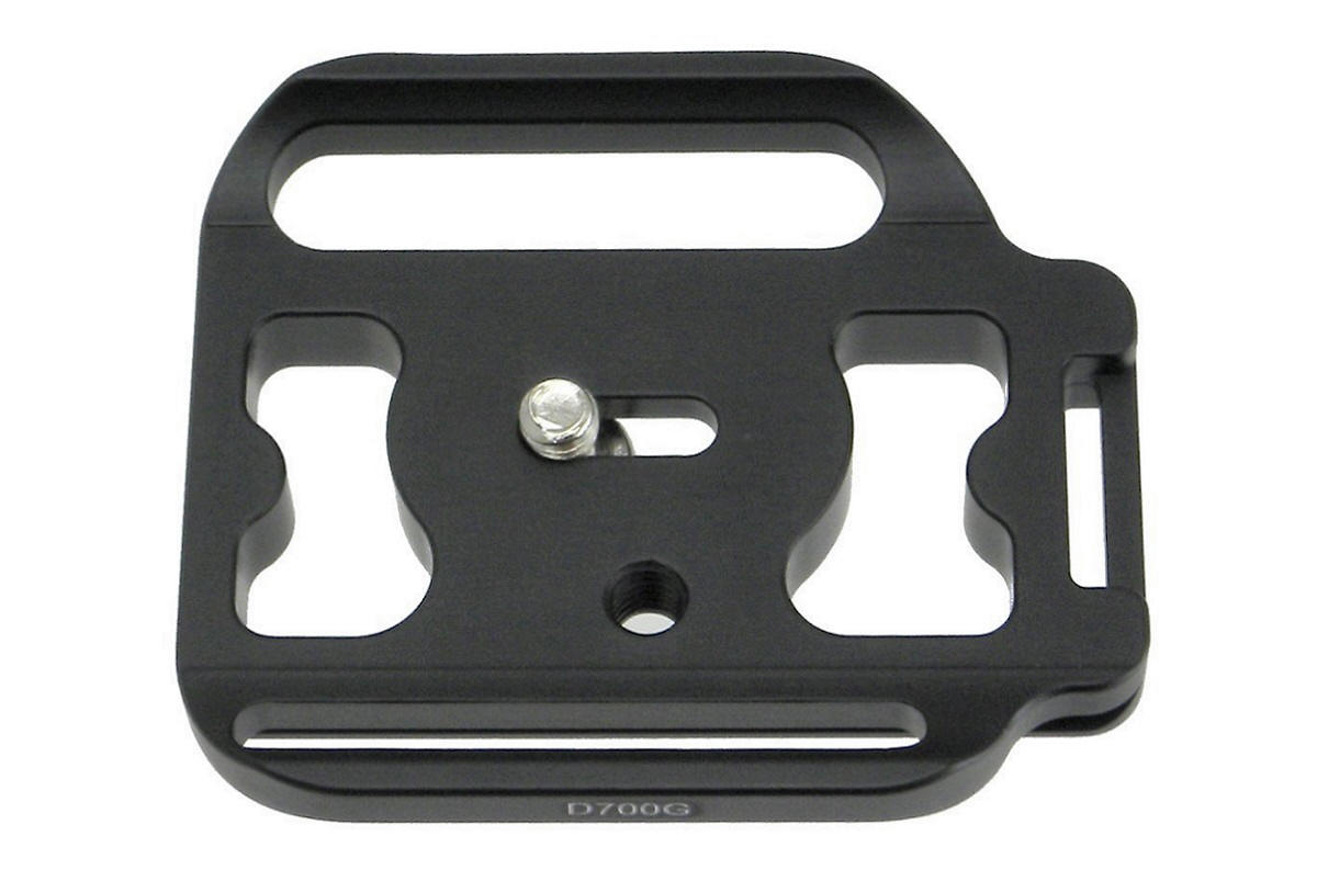 Desmond D700G QR plate for Nikon D700 / MB-D10 grip - top view