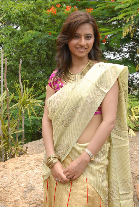 isha chawla at poola rangadu movie launch, isha chawal new actress pics