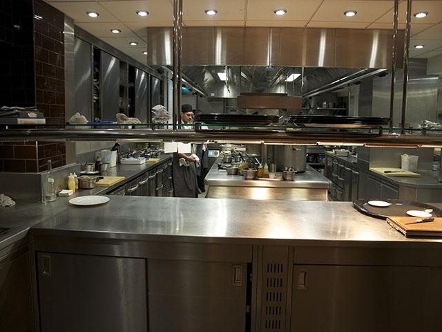 Kết quả hình ảnh cho thiết kế bếp nhà hàng nhỏ