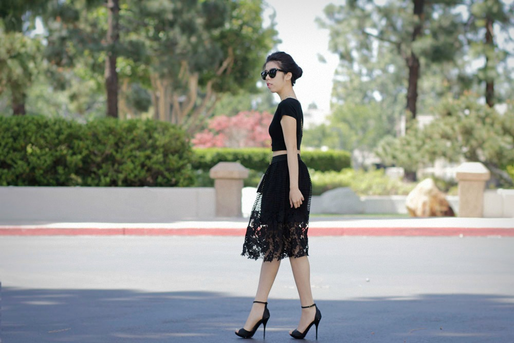 how to wear a black crochet skirt to work