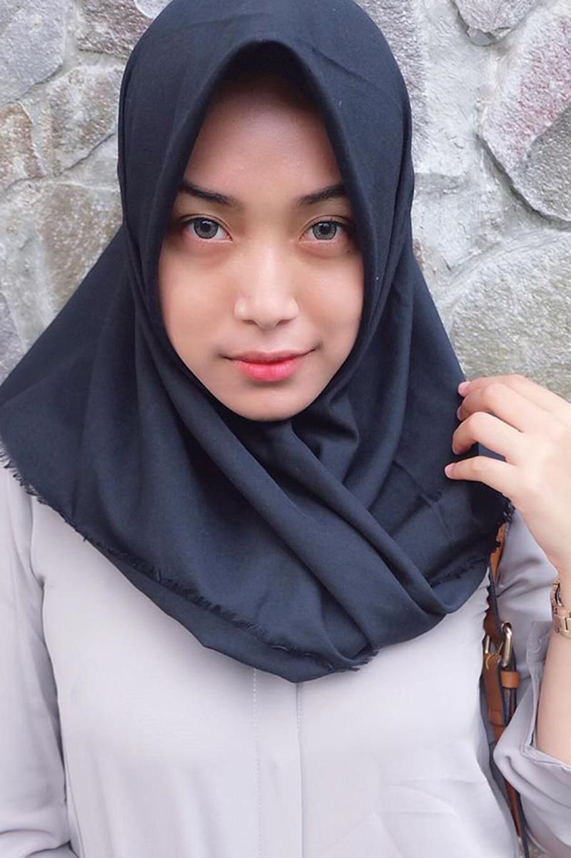 what is a Cewek IGO jilbab Cantik and abaya