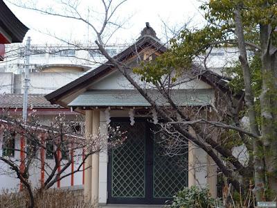中島惣社にある祠