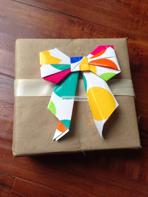 http://priyam-simplejoys.blogspot.com.es/2015/01/paper-bows.html?spref=pi