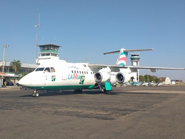Avião com equipe da Chapecoense cai na Colômbia matando 76 pessoas