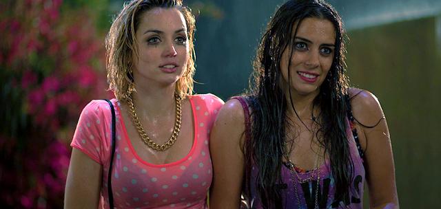 Lorenza Izzo și Ana de Armas în noul trailer pentru Knock Knock