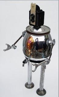 Robot hecho con material reciclado