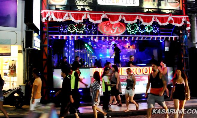 Suasana Legian Kuta Bali di Malam Hari