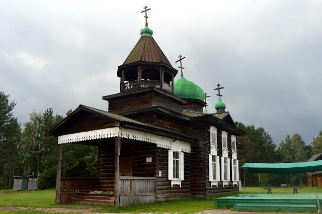 Igreja de madeira preservada no parque Taltsy, na região do Lago Baikal