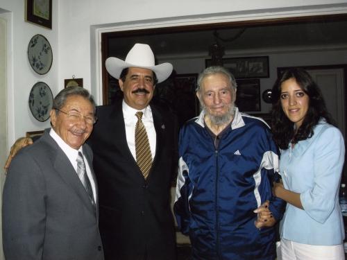 Resultado de imagen para Fotos de la visita de Manuel Zelaya a Cuba