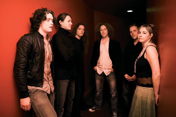 64e4e28a07 Az Anathema a '90-es évek eleje óta jelen van a brit rock/metal színtéren:  lázadó fiatalkorukban - a Paradise Losttal és a My Dying Bride-dal karöltve  ...