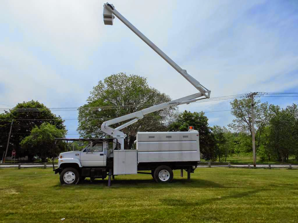 The Bucket Truck Is Often Used For Munil Duties It S Standard Features Include Two Ilizers And A Take Off Ed By Engine To