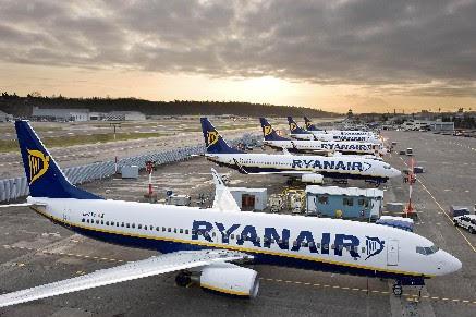 Ryanair: assume giovani come assistenti di volo e di terra