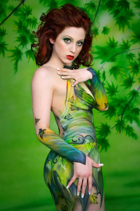 Cosplay a painted Poison Ivy
