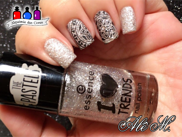 Essence 06 Sparkles in a Bottle, Essence nail polish, Essence The Pastels, Essence I Love Trends, Texturizado, Nude, Nicole Diary Stamping Plates, ND012, DRK Nails, Extra Black, Alê M.