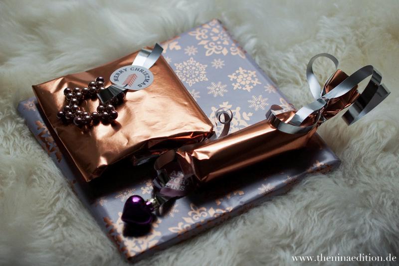 Weihnachts-Geschenkanhänger: Sterne aus Perlen