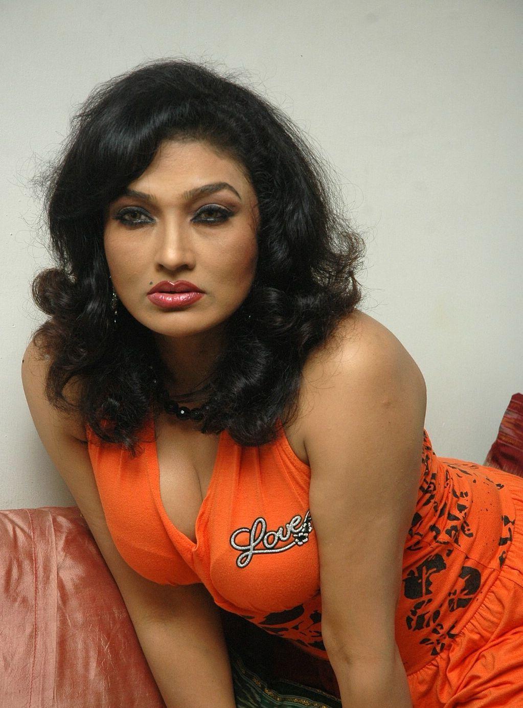 Raima Sen Ramya Sri Telugu Heroine-8875