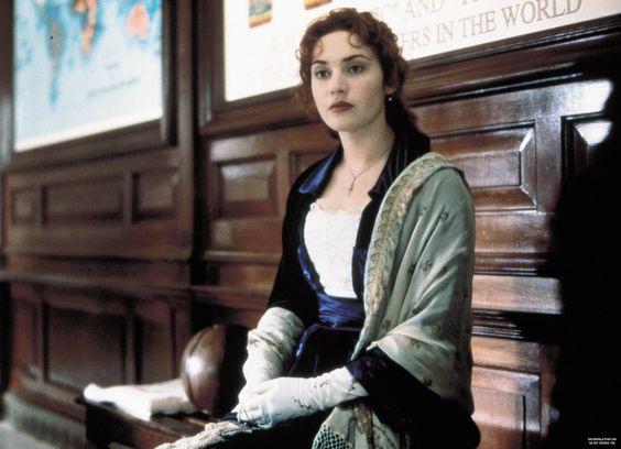 Figurino vestido azul da Rose em Titanic, cena voar