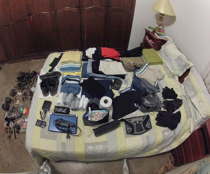 Arrumando as roupas para a Expedição América do Sul - set/2013.