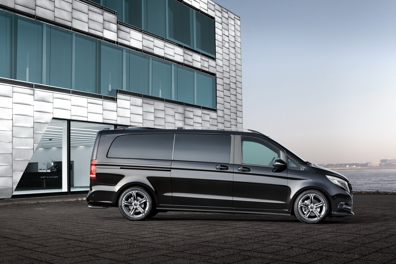 brabus turns the mercedes v class into a rolling business lounge carscoops. Black Bedroom Furniture Sets. Home Design Ideas