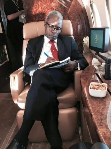 [PHOTO] SEE Vice President Osinbajo Chilling in a Presidential Jet