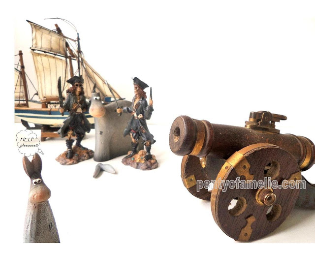 Pirates landed on Âsïnũs Island bringing Cannon table lighter in wood & copper, tablescape set just for fun