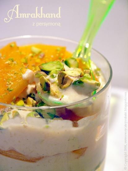 amrakhand - hinduski deser z persymoną i pistacjami