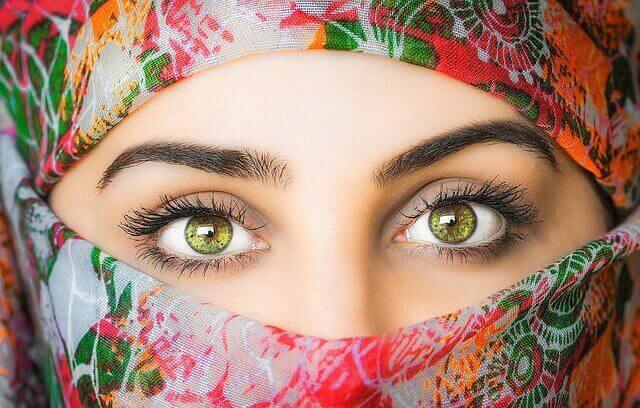 الزواج الاسلامي و كيفية الزواج الإسلامي هو موضع بحثي لبعض الطلاب أو أن الزواج الاسلامي و طريقة الزواج الاسلامي هو ما يسعى البعض لمعرفته عن الزواج , لأنه من المعلوم و لا يخفى على أحد أن أشكال الزواج متعددة و يختلف الزواج الديني حسب الديانات حيث هناك الزواج الاسلامي و الزواج المسيحي و الزواج اليهودي حسب الديانة , و الزواج الاسلامي واحد من أنواع الزواج القائمة على المبدأ الديني , ولكن في المقابل داخل كل دين هناك أنواع متعددة للزواج فثلاً في الدين الأسلامي يندرج تحت الزواج الاسلامي عدة فروع لأنواع الزواج مثل زواج المسيار و زواج العرفي و الكثير من أنواع الزواج التي تندرج تحت مسمى الزواج الاسلامي .