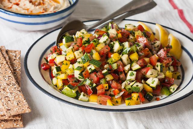 Salata od svežeg letnjeg povrća
