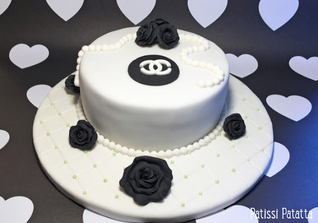 Cake design, recette de gâteau chanel, gâteau chanel, gâteau vanille et chocolat au lait, pâte à sucre, fondant, fleurs en gumpaste, fleurs en pâte à sucre, modelage de fleurs, gâteau d'anniversaire,