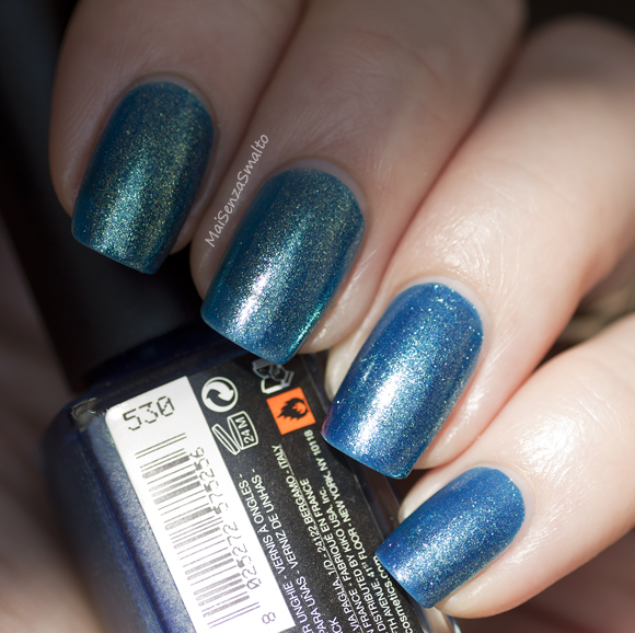 Kiko 530 Blu Pavone Perlato sunlight + in the shade