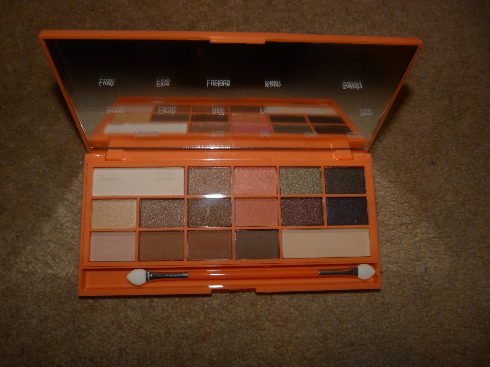 As you can guess from the name the packaging is peach colored and looks like a chocolate bar. This one features 16 different colors in a mix of matte and ... : chocolate box palette - Aboutintivar.Com