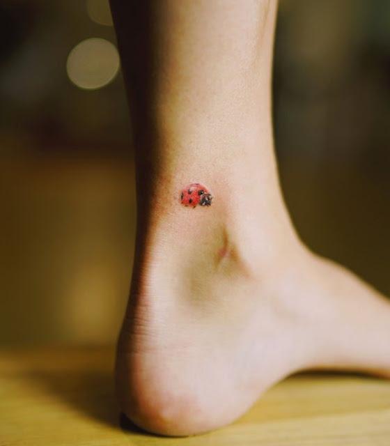 Mini tatuagem feminina