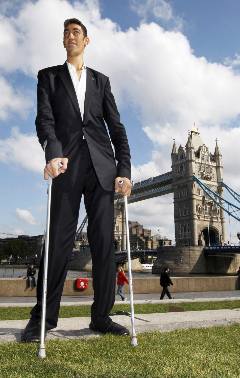 The Worlds Tallest Man Stopped Growing