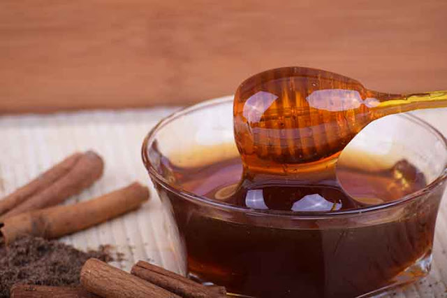 5 Home Remedies for pimples and acne,Honey-Cinnamon-mask