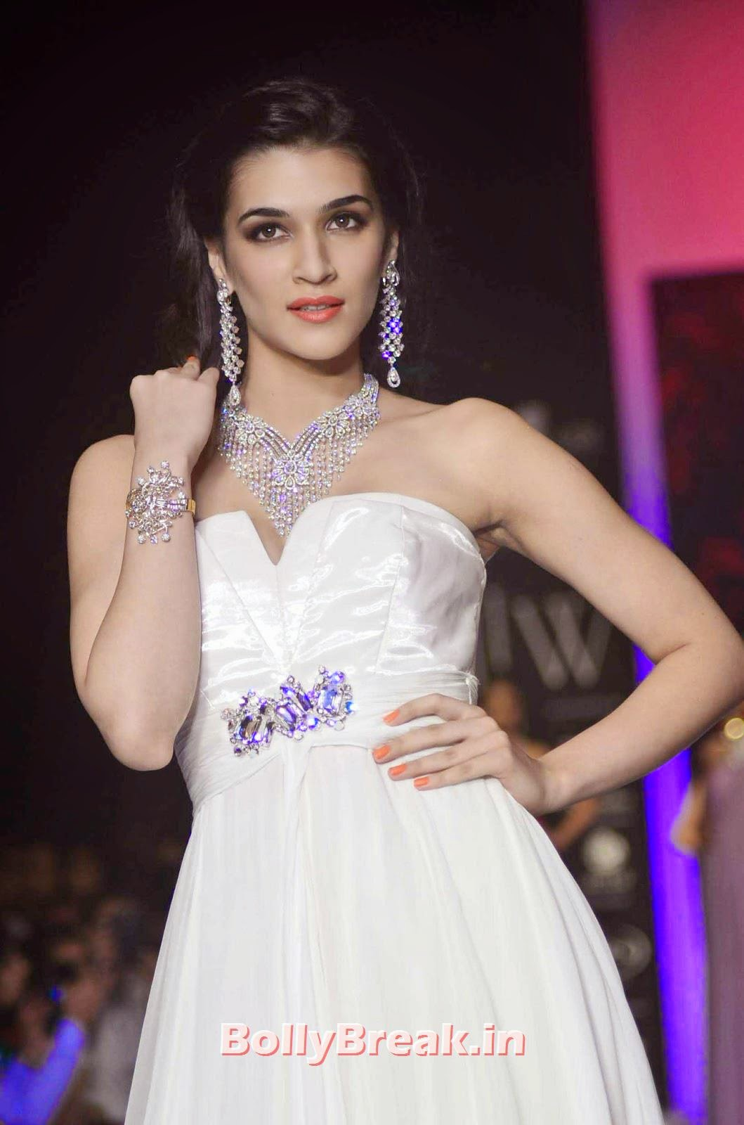 , Kirti Sanon Hot Images in White Dress at IIJW 2014