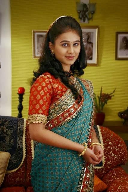 Marathi Actress | Heroine Mrunal Dusanis Wallpapers