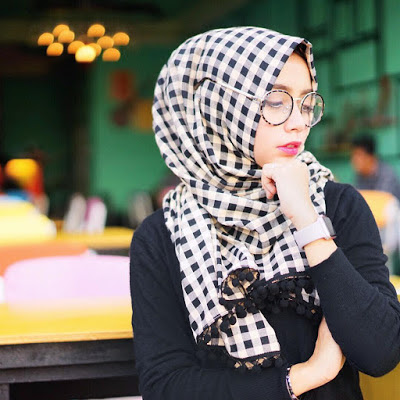 Trend Hijab Terbaru Hang Out