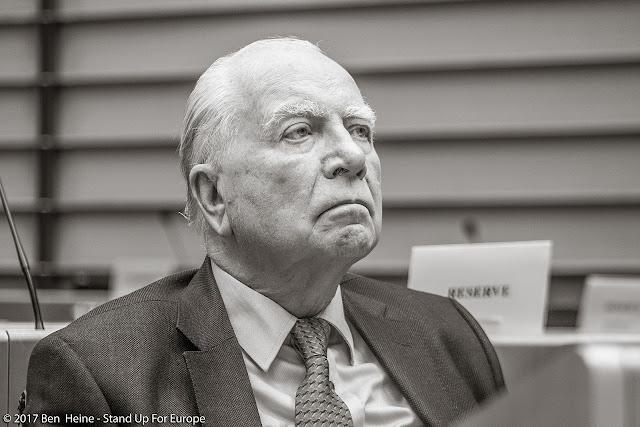 Mark Eyskens - Stand Up For Europe - Parlement européen - Photo by Ben Heine