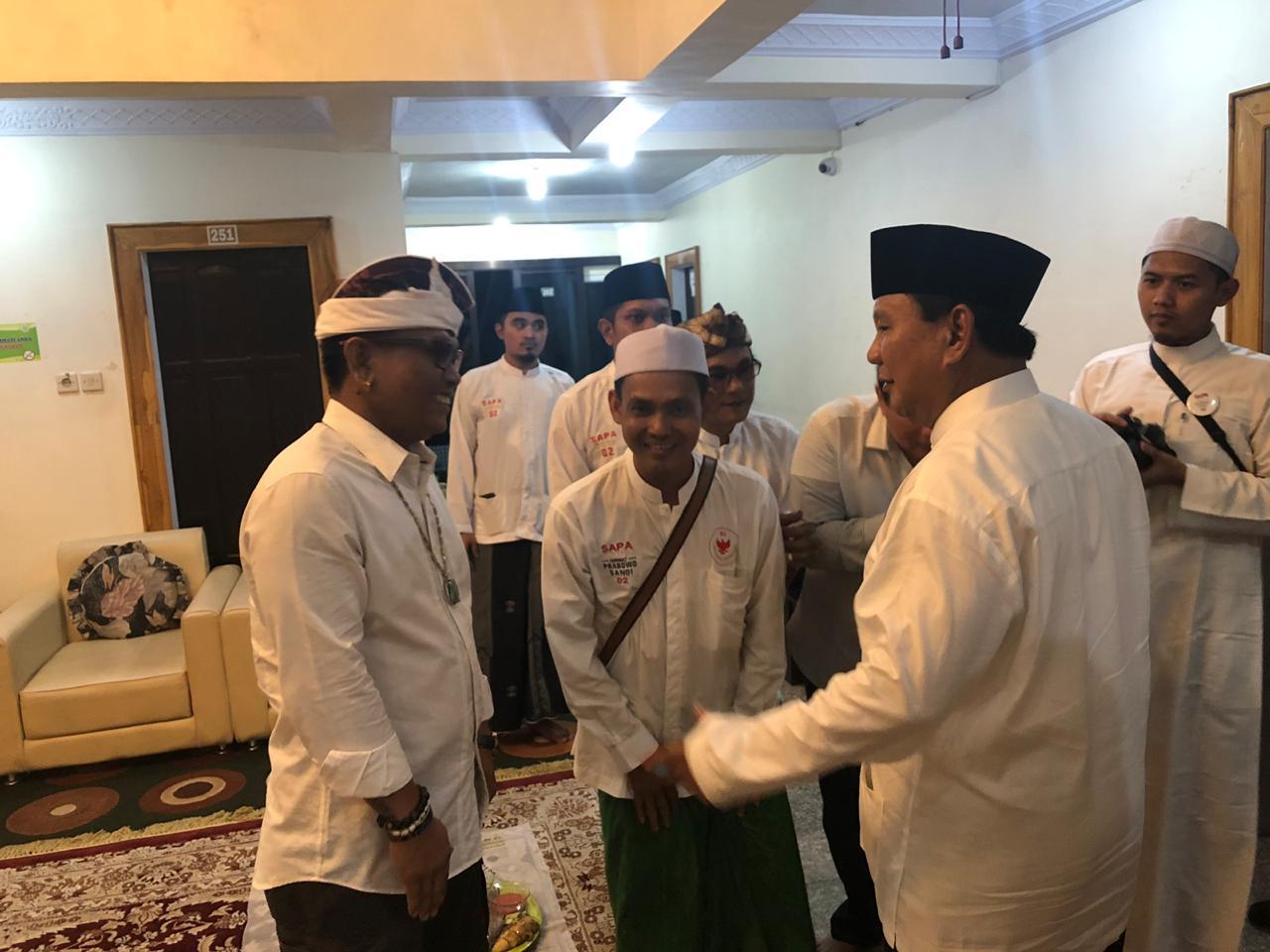 Pertemuan Mengharukan Prabowo dengan Pendukungnya yang Dipenjara 2 Bulan