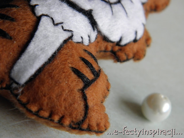 (S)tworki, brelok, breloczek z filcu, tygrysek, jak uszyć brelok z filcu, hand made, e-fectyinspiracji
