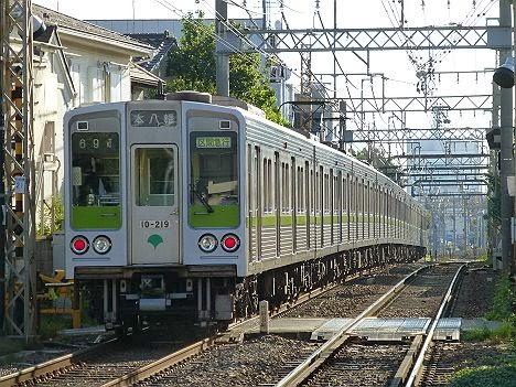 京王電鉄 区間急行 本八幡行き 都営10-000形210F