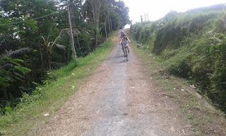 Bersepeda turun gunung di Ubud