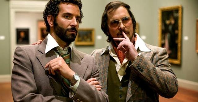 Christian Bale şi Bradley Cooper în filmul American Hustle