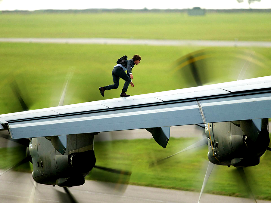 Tom Cruise pe aripa unui Airbus A400 în Mission: Impossible Rogue Nation