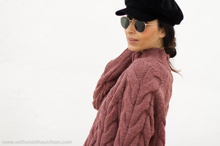 Influencer blogger de moda idea look boho chic combinar Jersey de lana cuello alto rosa selected con jeans acampanados